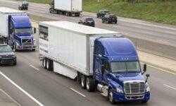 Как один человек может управлять двумя грузовиками одновременно?
