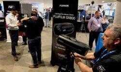 Камера видеонаблюдения от Fujifilm способна считывать номерные знаки машин на расстоянии 1 км