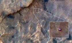 Марсоход Curiosity удалось сфотографировать с орбиты Красной планеты