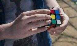 Нейросеть DeepCubeA собирает кубик Рубика за секунду