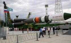 Видео: вывоз ракеты-носителя «Союз-2.1а» на стартовый комплекс