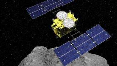 Фото Японский зонд Hayabusa 2 впервые взял образцы подпочвы астероида Рюгу