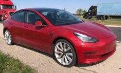 Замена колеса на Tesla Model 3 будет стоить вам…