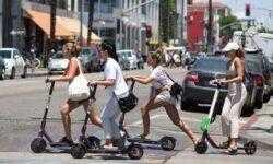 Исследование показало, что электрические скутеры не так экологичны, как принято думать