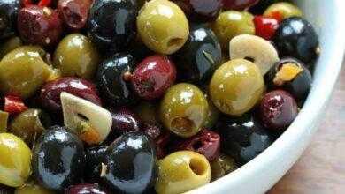 Фото В чем разница между оливками и маслинами? И какая от них польза