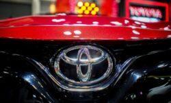 Toyota тестирует Prius на солнечных батареях