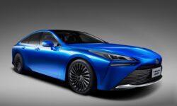 Новый водородный автомобиль Toyota Mirai удивляет внешностью