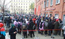 Тысяча любителей халявы: за «умной» колонкой «Яндекс.Станция Мини» выстроилась очередь