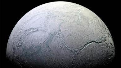 Фото В воде спутника Сатурна найдена органика