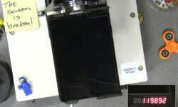 Видео дня: смартфон Samsung Galaxy Fold не выдержал заявленное количество сгибаний