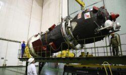 Фото дня: подготовка к запуску грузового корабля «Прогресс МС-13»