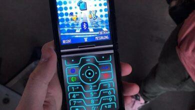 Фото В новом гибком Motorola razr есть режим ретро в стиле 2004 года
