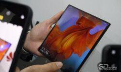 Huawei проектирует гибкий смартфон с шестью камерами