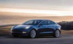 Видео: автомобили Tesla вскоре заговорят с пешеходами