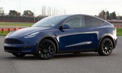 Акции Tesla продолжают необъяснимо и стремительно расти в цене