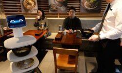 Робот-официант LG Cloi ServeBot приступил к обслуживанию посетителей ресторана в Сеуле