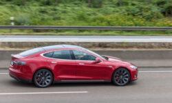 Tesla удалённо заблокировала автопилот владельцу подержанного электрокара Model S