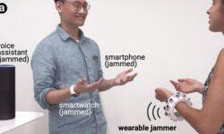 Ультразвуковой браслет глушит окружающие микрофоны, включая имеющиеся в смарт-устройствах