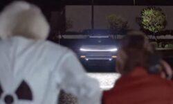 Видео: Tesla Cybertruck заменил DeLorean в отрывке из фильма «Назад в будущее»