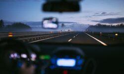 Голосовые помощники помогут водителям не отвлекаться за рулем: на самом деле — не всегда и не всем
