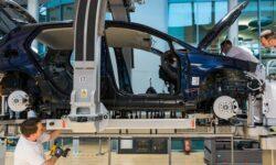 Volkswagen продлит производство E-Golf до осени