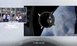 Видео: космонавты NASA впервые управляют кораблём Crew Dragon с помощью сенсорных экранов