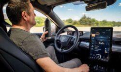 Электрокар Ford Mustang Mach-E научится рулить за водителя, но на дорогу смотреть придётся