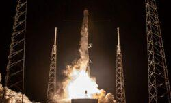 SpaceX вот-вот запустит партию интернет-спутников, включая модель с солнцезащитным экраном