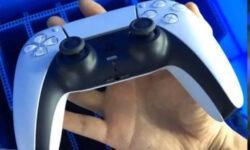 Опубликовано «живое» фото геймпада DualSense для PlayStation 5 — он огромен