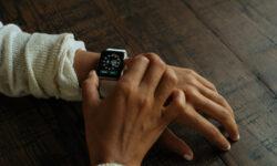Новые смарт-часы Apple Watch проходят сертификацию с тремя разными аккумуляторами