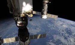 Утечка воздуха в российских сегментах МКС не обнаружена: экипаж изолирован