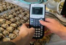 Фото Doom запустили на калькуляторе с батареей из мешка картошки и ведра гвоздей с медной мелочью